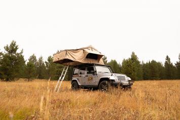 2018 Jeep Wrangler w/ Roof Tent