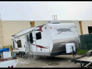 Thor 34' Vortex Toyhauler  17' of Storage