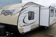 LARGE FAMILY TRAVEL TRAILER WITH BUNKS - SLEEPING CAPACITY UP TO 10 GU