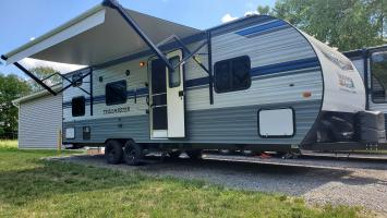 2021 Trailmaster 26BHG. Private master with bunks, Pickup or delivery.