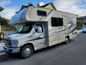 24 foot Coachman sleeps 6 ready for your next camping adventure!