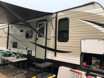 Great family trailer sleeps 8 Queen and bunk beds with SuperSlide