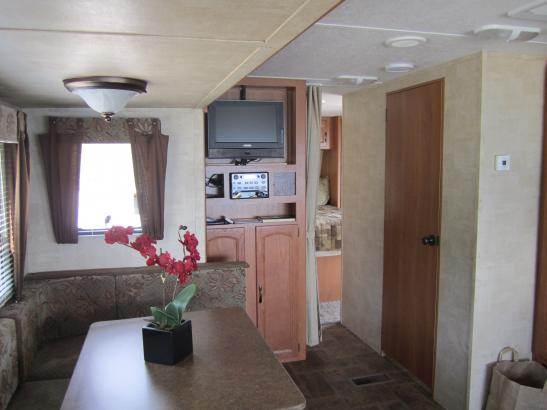 Good size living and dining area. TV, CD, DVD player with USB inputs