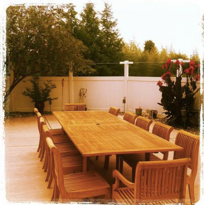 Poolside dining area at Vineyard Ranch