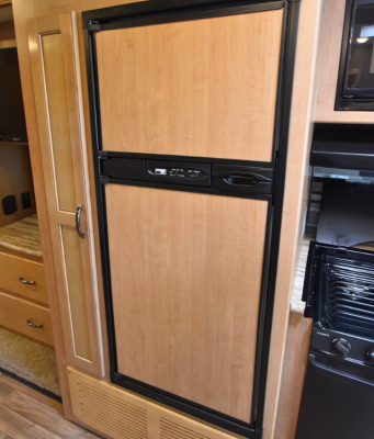 Built-in double door refrigerator / freezer