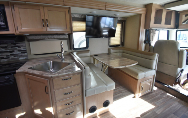 Deluxe 4 bed/2 bath Glamping RV